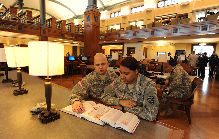 Bronx Community College Army Veterans Raffael Monteagudo (l) and Melissa Rodriguez in the BCC library