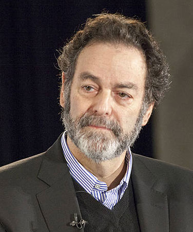 Queens College alumnus, journalist Joel Benenson