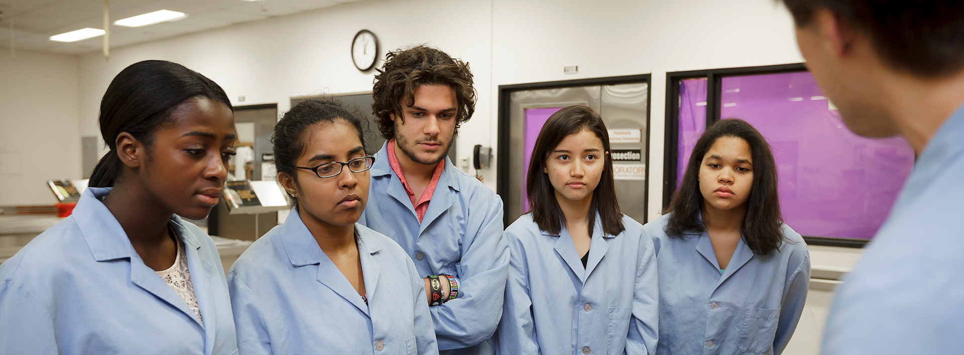 students in a lab at the CUNY School of medicine, CCNY